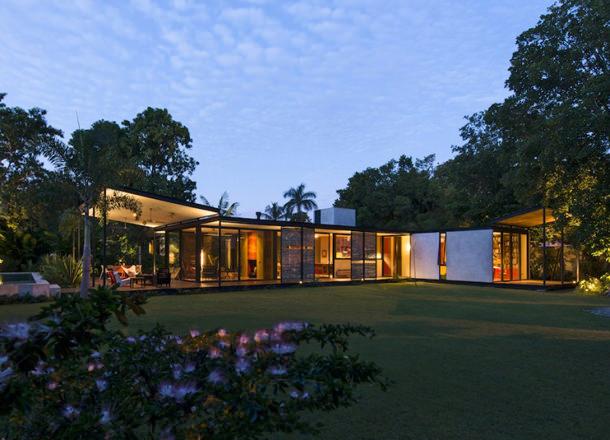 Стеклянный дом в лесу. Проект Reyes Ríos+Larraín Arquitectos