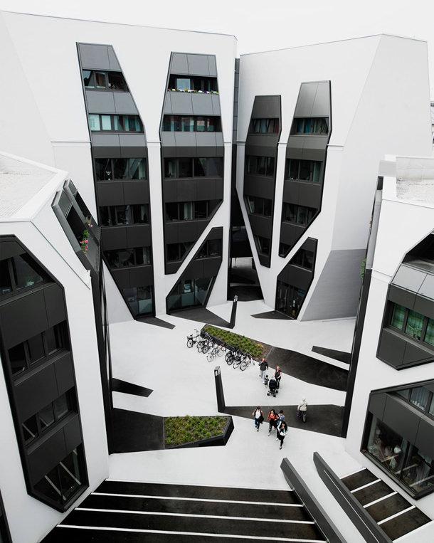 Многофункциональный комплекс в стиле хай-тек от J. Mayer H.