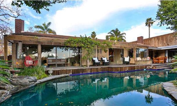 Шеннен Доэрти продала дом в Малибу с видом на океан