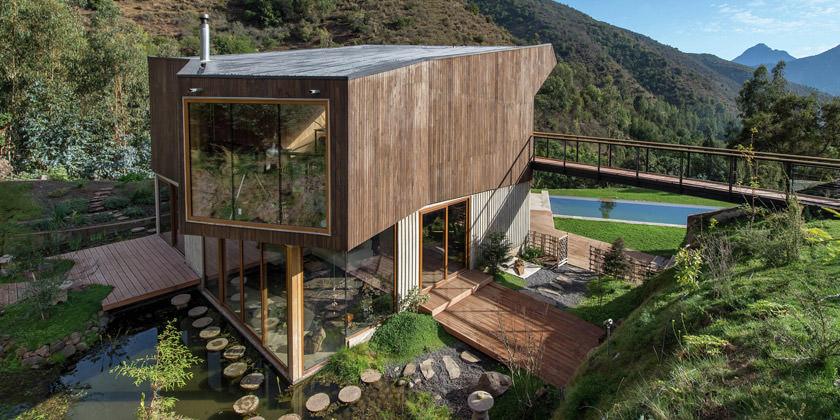 El Maqui House — современный загородный коттедж у подножия гор в Чили