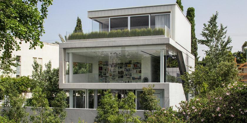 Современный стеклянный особняк в Тель-Авиве от Pitsou Kedem Architects