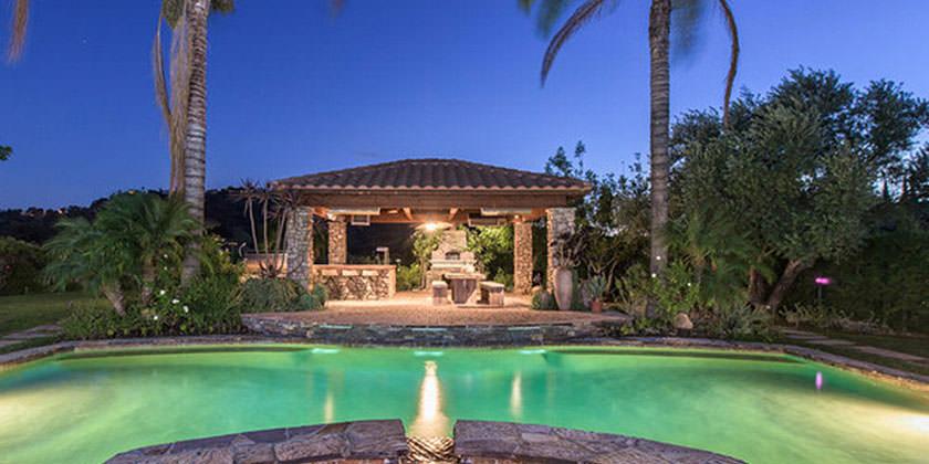 Селена Гомес продаёт свой особняк в Калифорнии