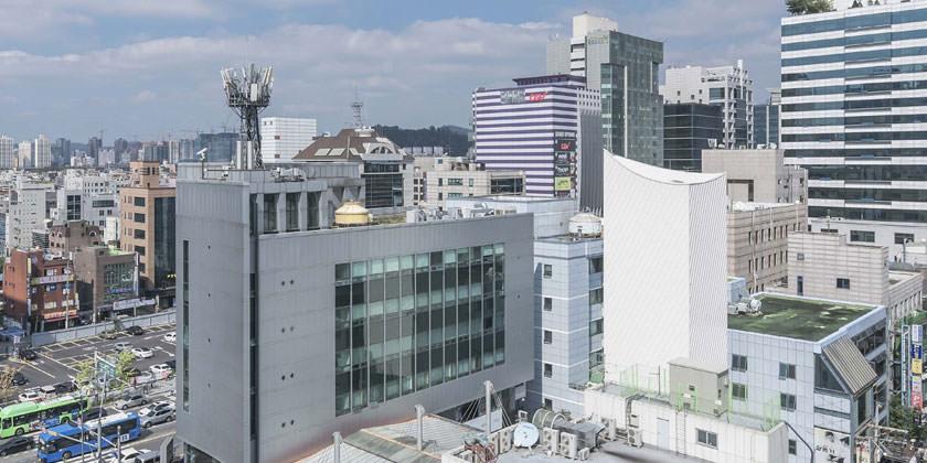 Высокотехнологичная парковка от IROJE KHM Architects