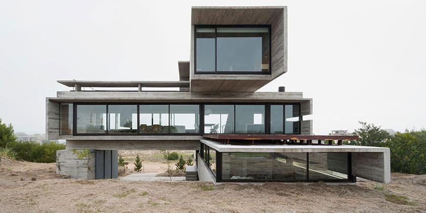 Особняк в пригороде Буэнос-Айреса от Luciano Kruk Arquitectos