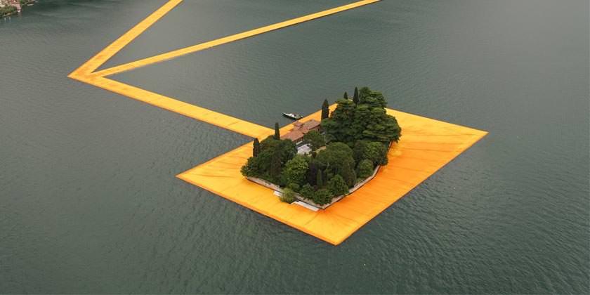 Открылся плавучий пирс в Италии на озере Изео