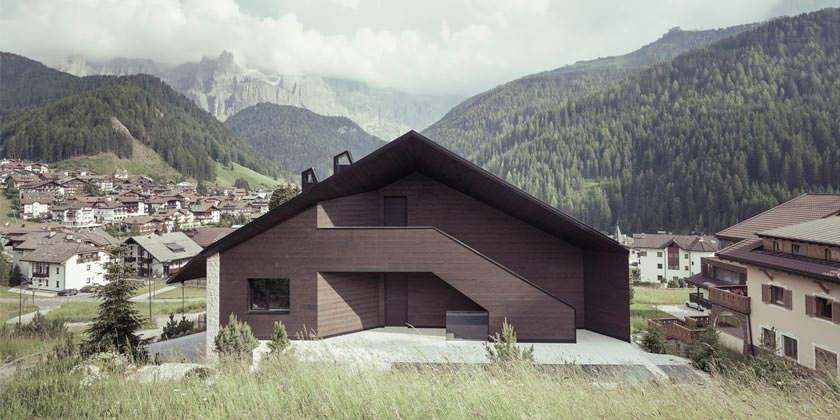 Коттедж в Доломитовых Альпах Италии от Perathoner Architects