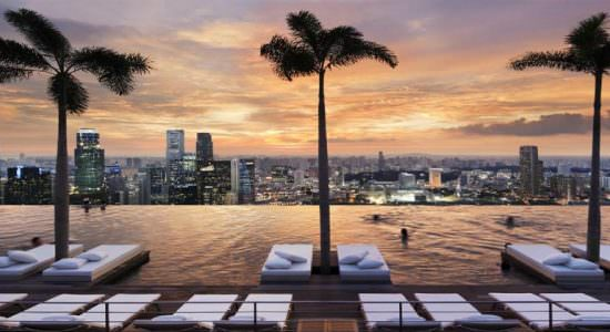 Панорамный бассейн Marina Bay Sands в Сингапуре