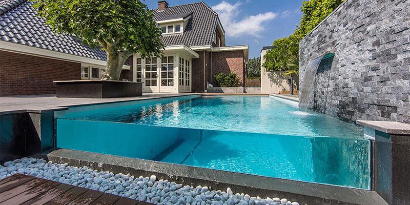 Красивый бассейн