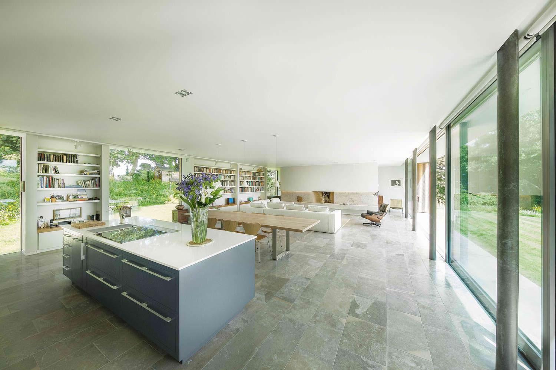 Дизайн интерьера кухни-столовой-гостиной от Strom Architects