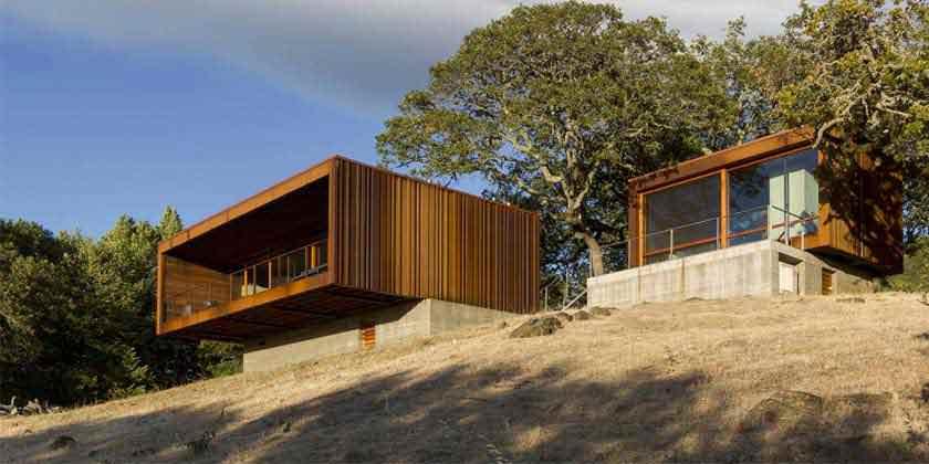 Маленький дом для отдыха на склоне холма от Alchemy | фото