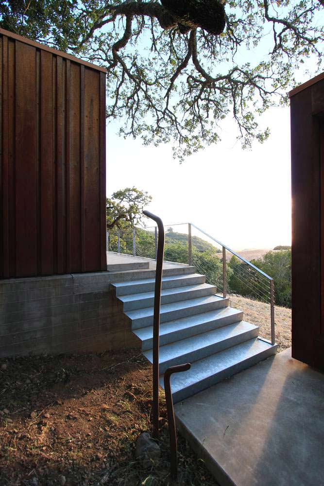 Лестница между корпусами