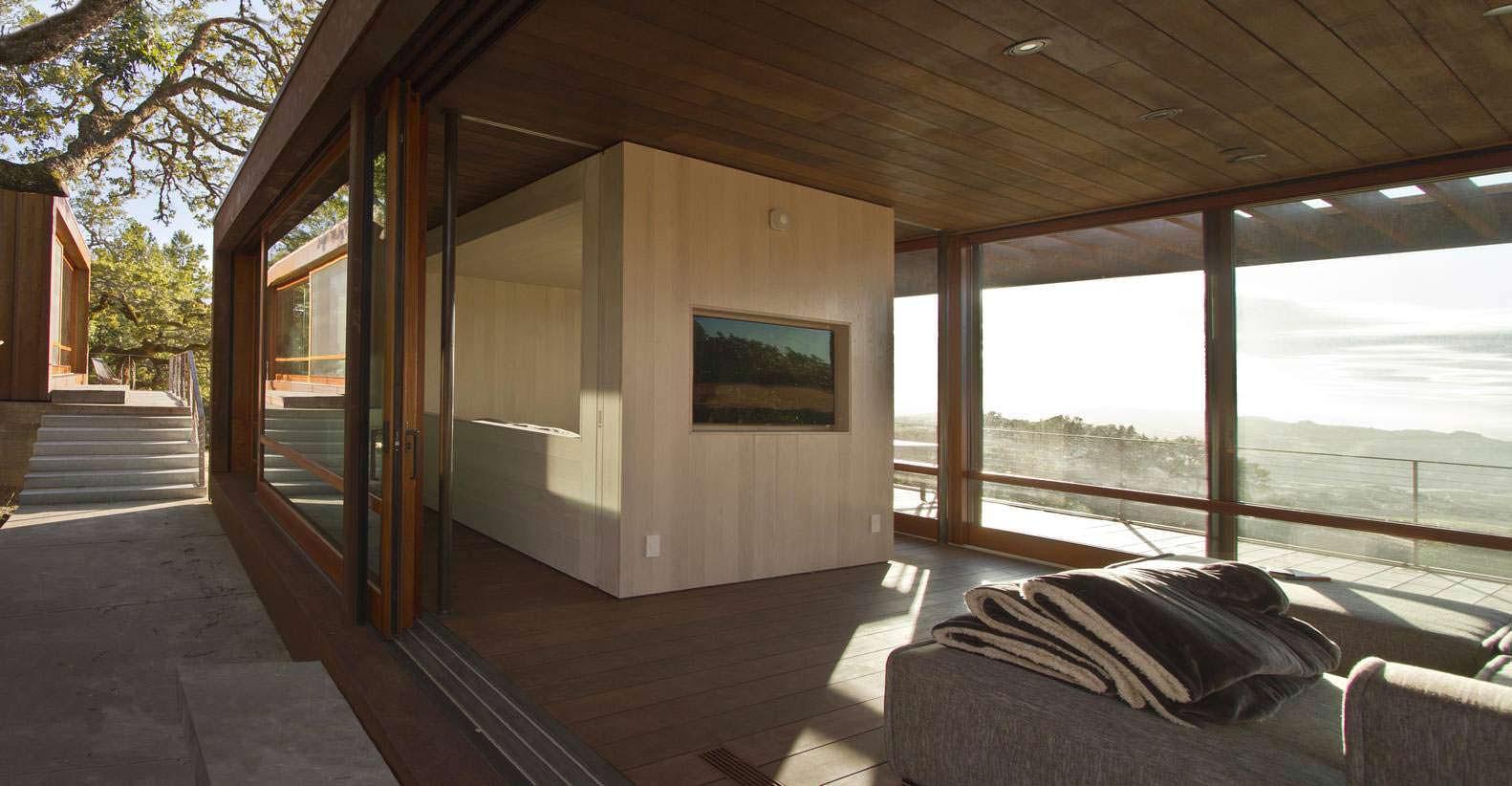Стена с телевизором в гостиной
