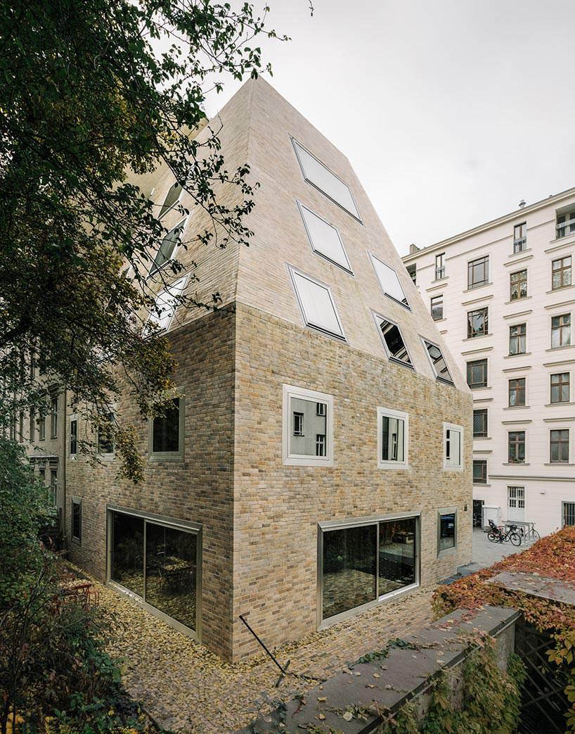 Красивая кирпичная кладка дома. Дизайн Barkow Leibinger