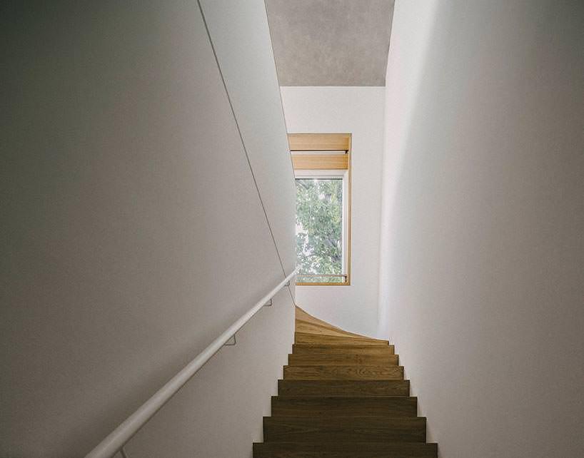Фото   Лестница в двухуровневой квартире