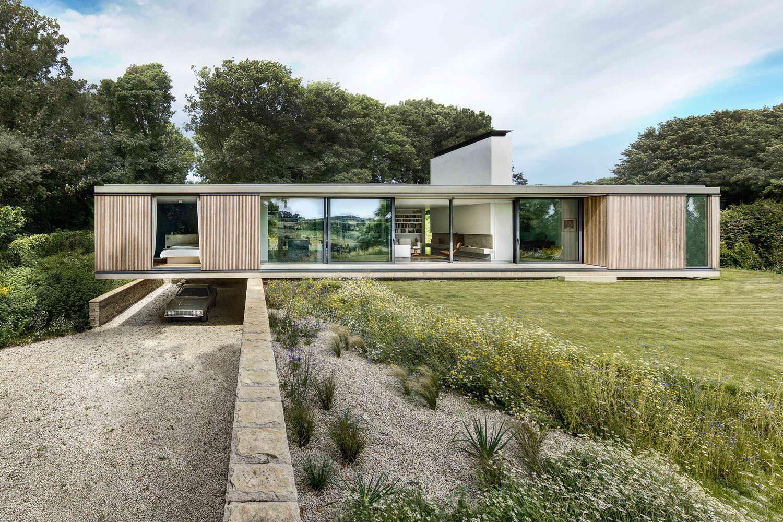 Современный дом с панорамными окнами