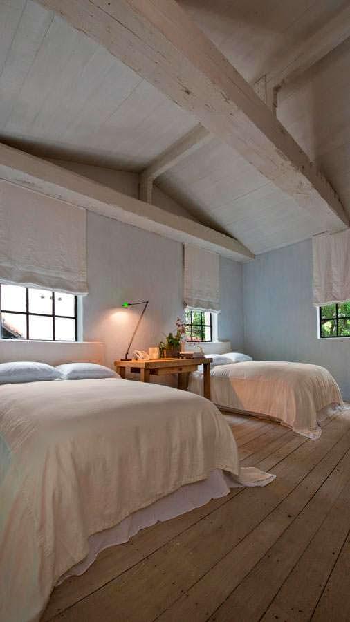 Дизайн спальни с двумя кроватями