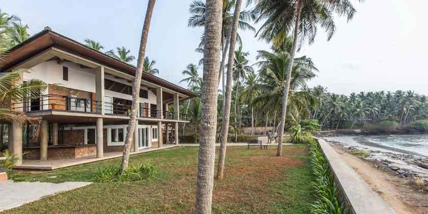 Дом на песчаном пляже от PLAYGROUP Studio