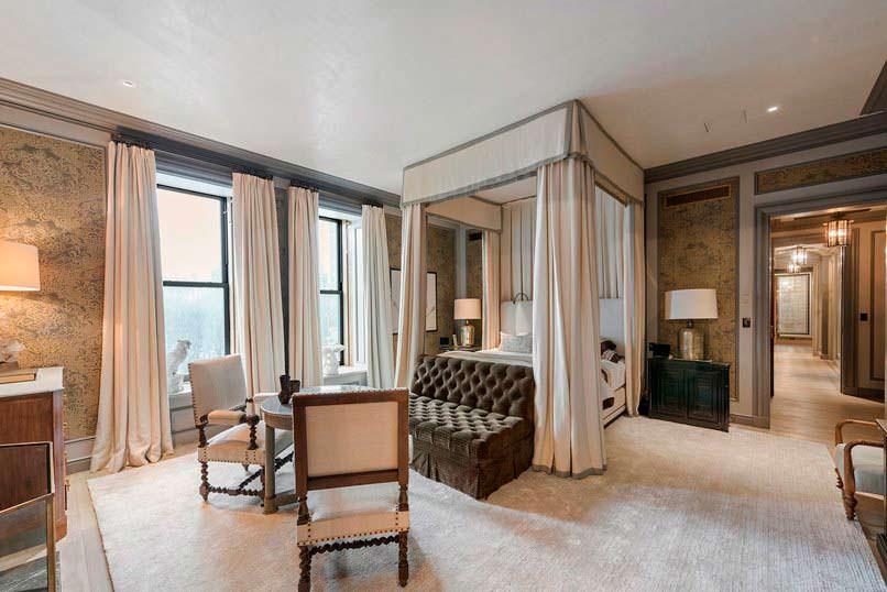 Спальня в номере отеля «Плаза» в Нью-Йорке