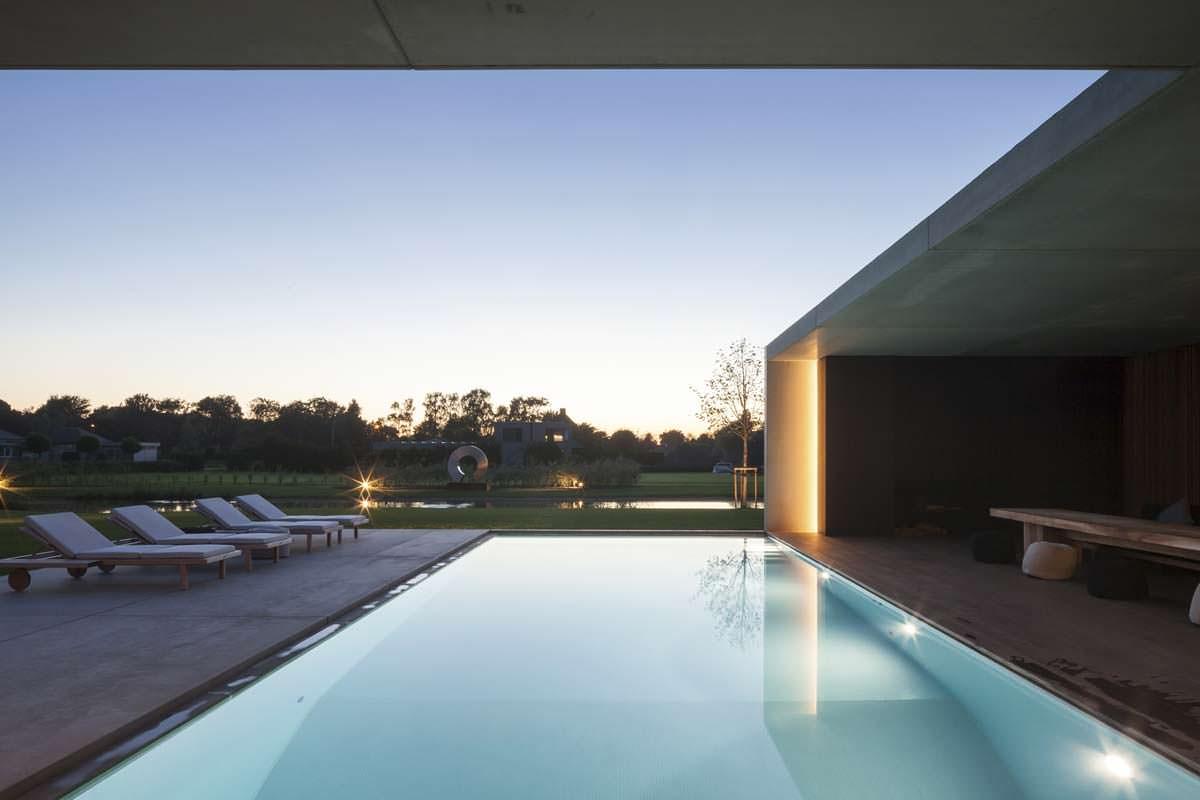 Крутой дом с бассейном