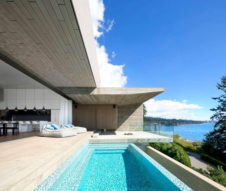 Дом на скале у моря в Канаде от студии Mcleod Bovell