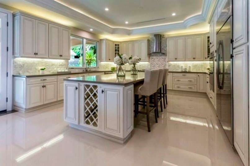 Фото | Кухня с мраморными столешницами