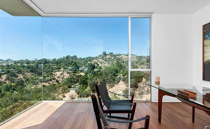 Фото   Вид на каньон из окна кабинета в доме