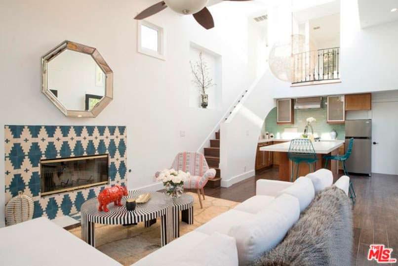 Фото | Дизайн комнаты с камином в доме Дианы Крюгер