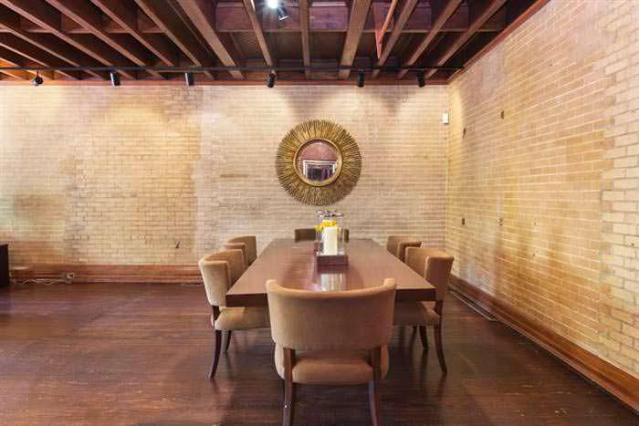 Дизайн столовой в 100-летнем доме Криса Рока