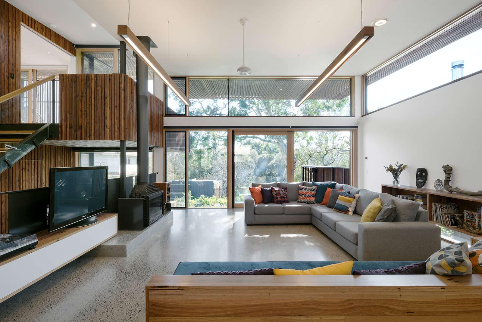 Гостиная в двухэтажном доме. Дизайн Zen Architects