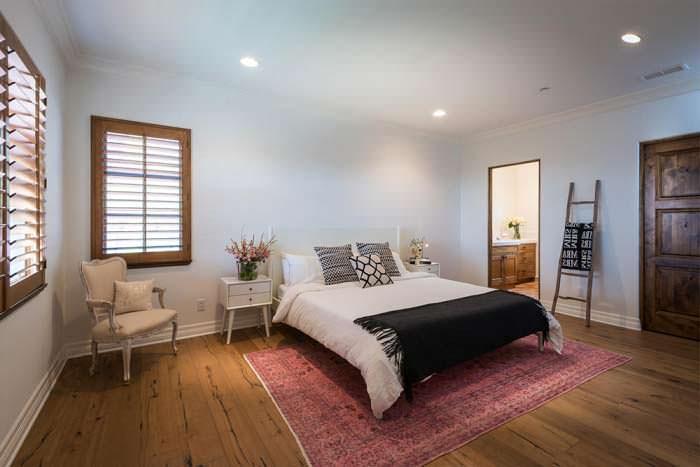 Деревянный пол в спальне красотки Лорен Конрад