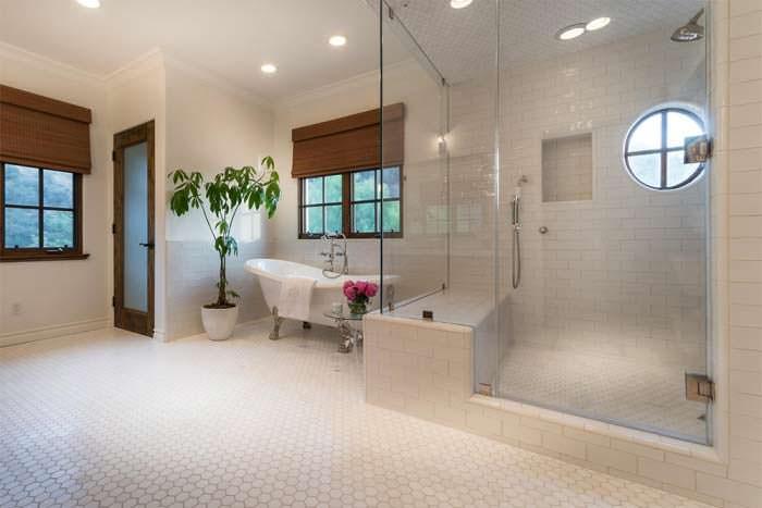 Фото | Дизайн большой ванной комнаты в доме Лорен Конрад