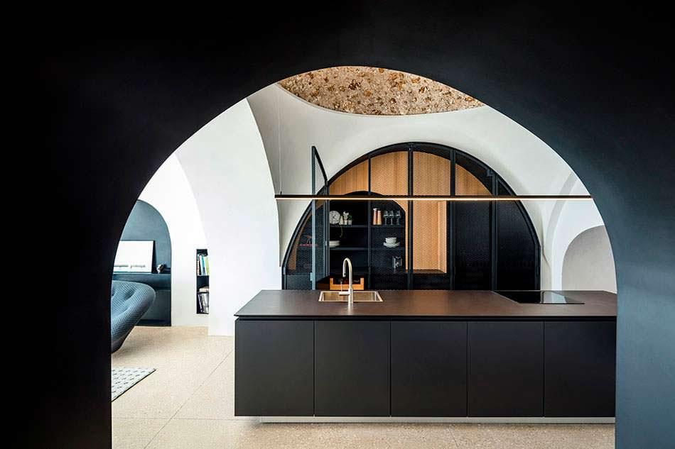 Кухня под куполом из каменной кладки