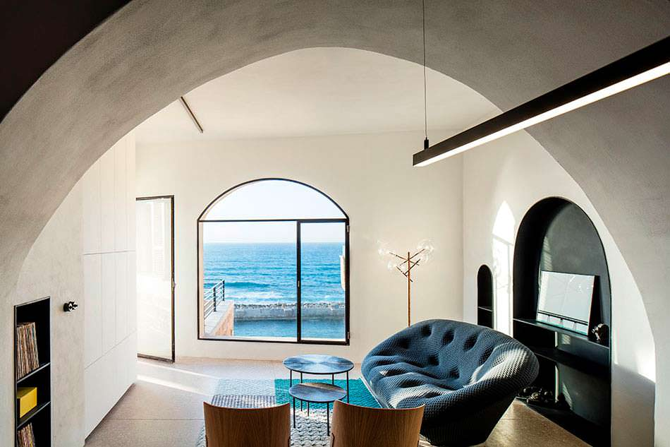 Гостиная с панорамным видом на море в городе Яффа, Израиль