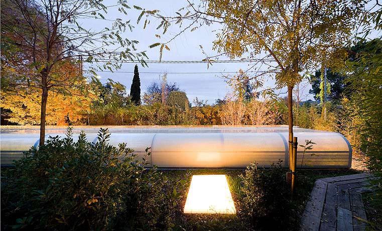 Подсветка территории офиса Selgas Cano в Мадриде