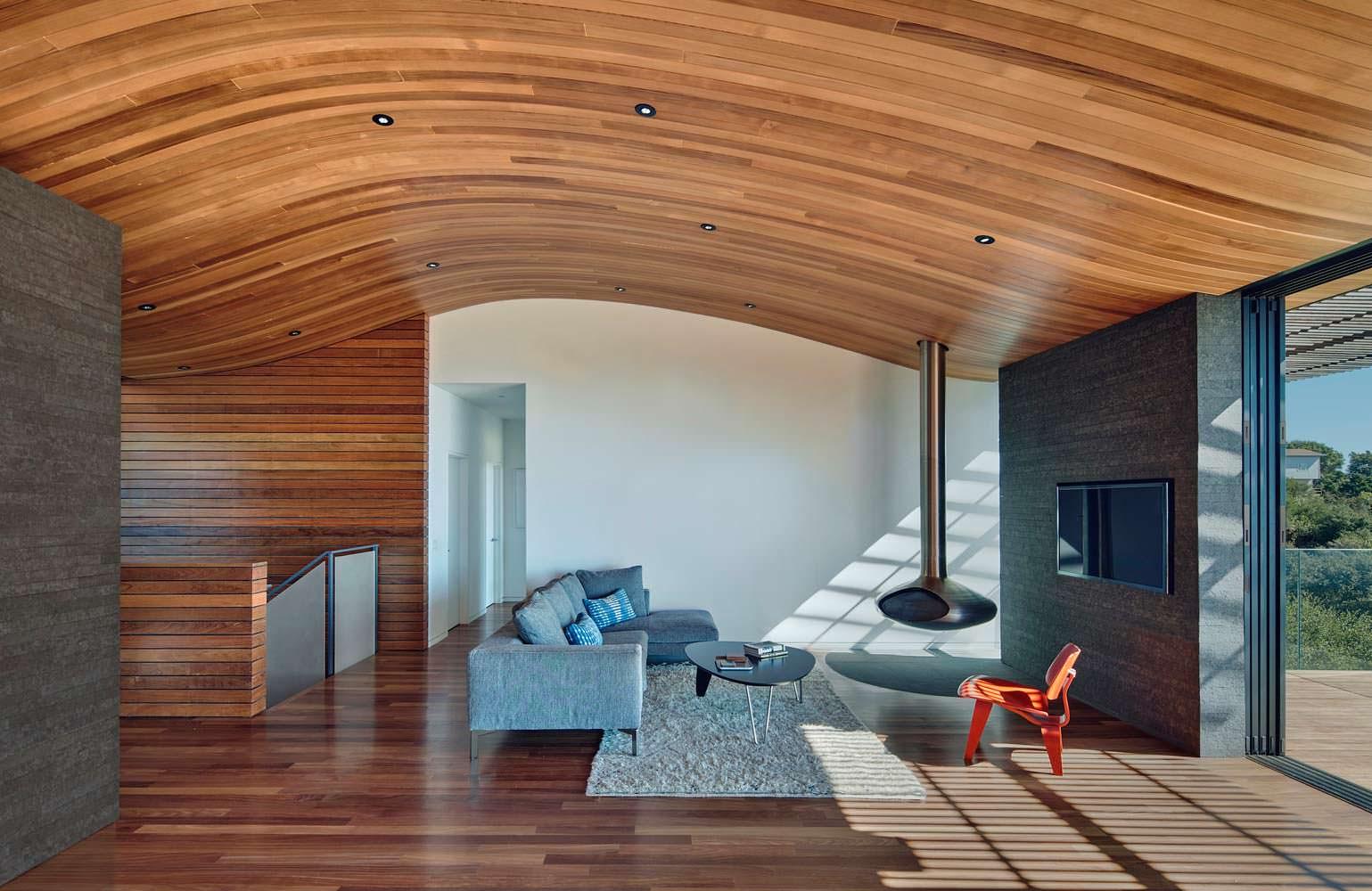 Подвесной камин в интерьере гостиной
