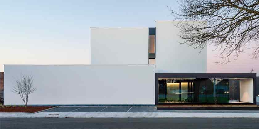 Hi-Tech дом в Бельгии от бюро DE JAEGHERE | фото, проект