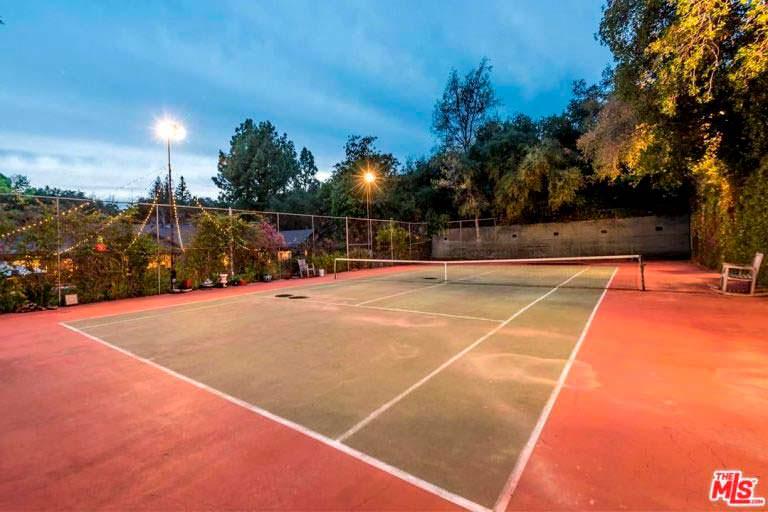 Частный теннисный корт у дома Кейт Уолш в Калифорнии