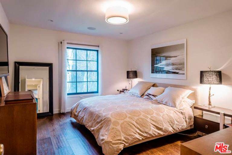 Уютная спальня в доме актрисы Кейт Уолш в Энсино