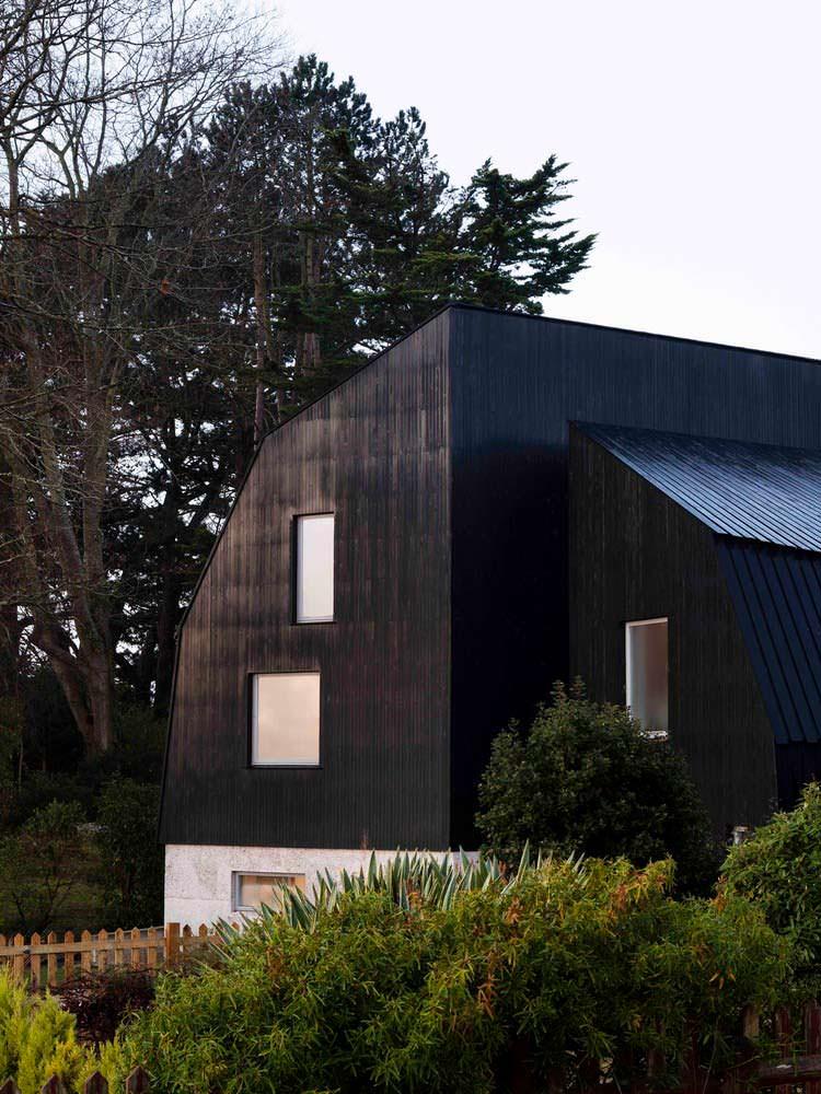 Фото | Дом на берегу озера в Британии. Проект Mole Architects