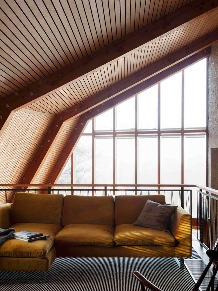 Угловой дизайн в интерьере дома у озера от Mole Architects