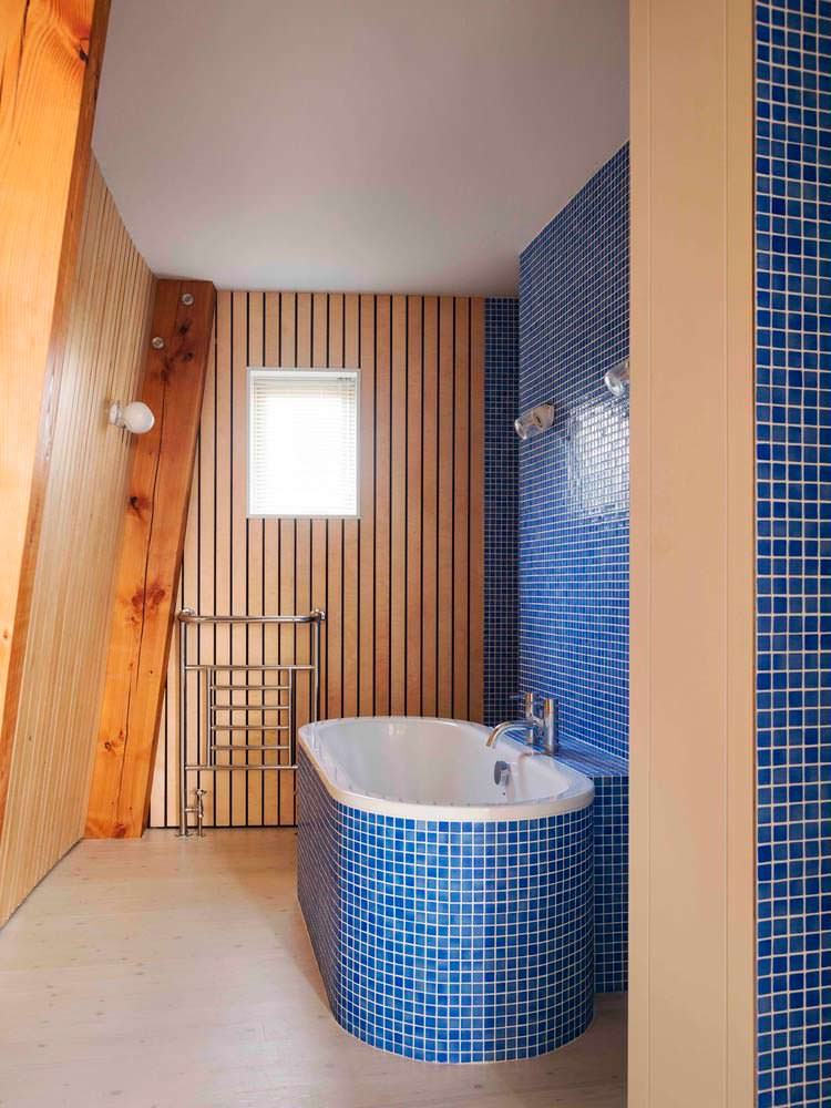 Деревянный интерьер ванной комнаты. Дизайн Mole Architects
