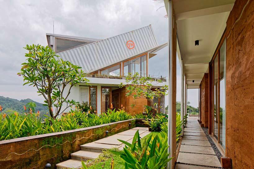 Современный дом на холме с панорамным видом. Проект BPA