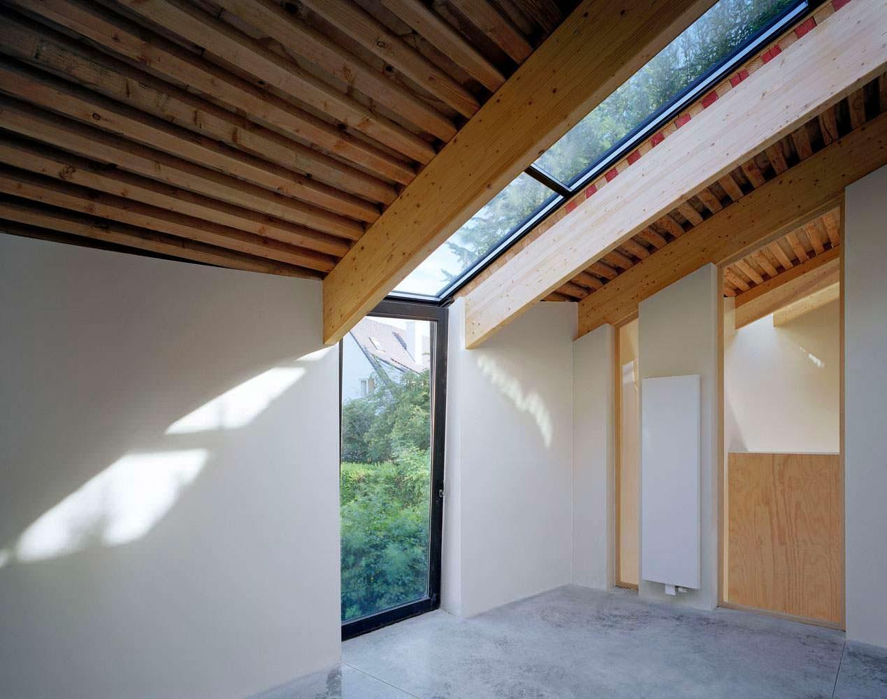 Дизайн потолочных окон в доме от SAMYN and PARTNERS