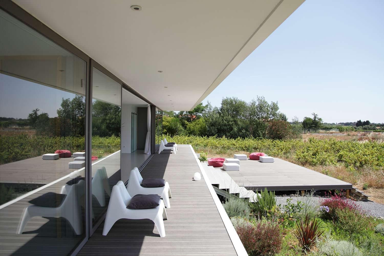 Деревянная терраса у дома. Проект Стефана Николаса