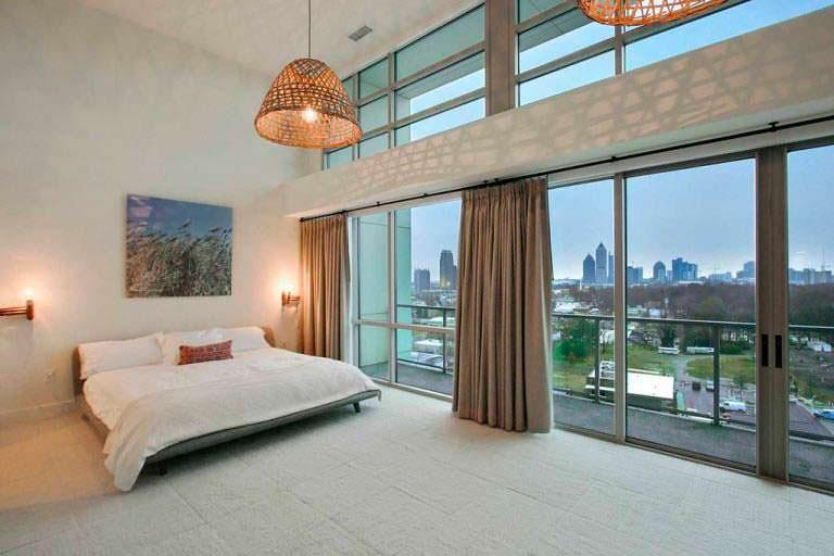 Дизайн спальни в пентхаусе актрисы Элисон Ханниган в Атланте