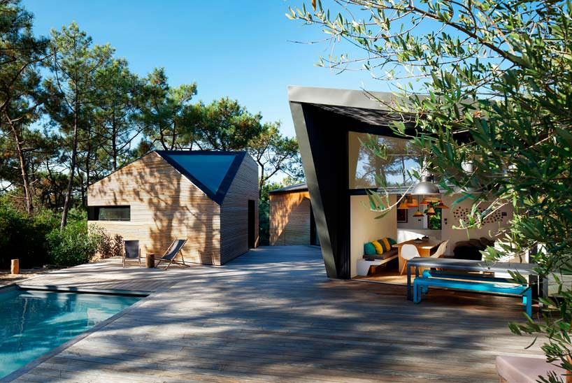 Вилла с бассейном с террасой во Франции