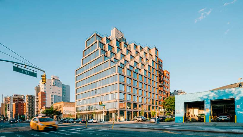 Здание с пиксельным фасадом в Бруклине, Нью-Йорк