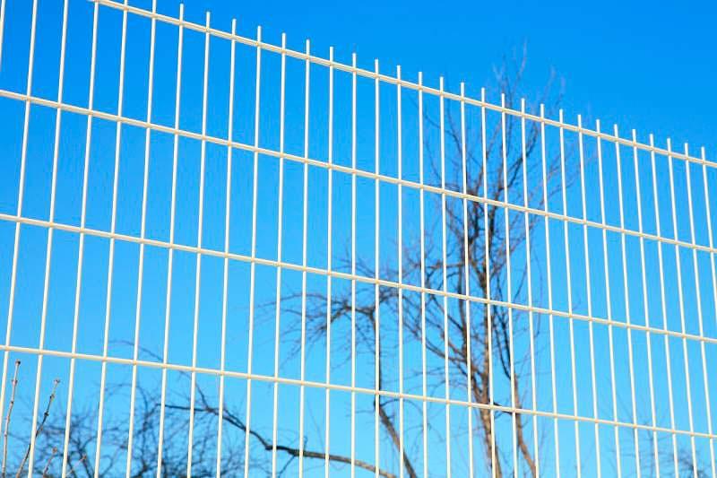 цену на такие заборные секции properimetr.ru