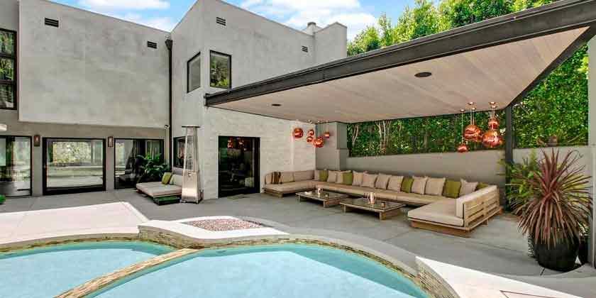 Певец Адам Ламберт продает дом в Лос-Анджелесе | фото и цена