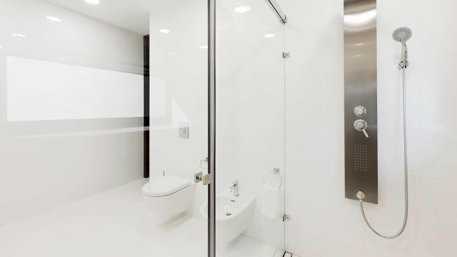 Белоснежная ванная комната. Проект M3 Architects